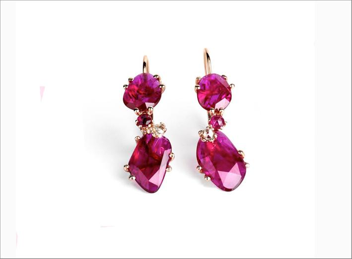 Orecchini in oro rosa, piccoli diamanti e rubini