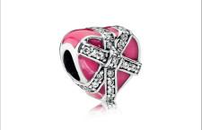 Uno dei charm Pandora per San Valentino