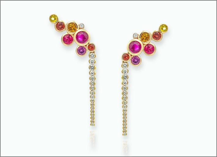Orecchini in oro con rubini, rubellite, spessartite, diamanti, ametista, zaffiri gialli