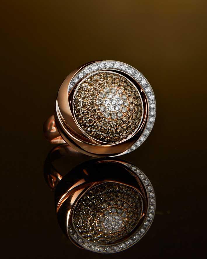 Anello della Colors collection in oro rosa e diamanti brown