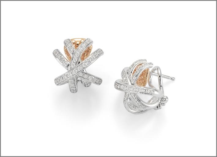 Orecchini in oro rosa e diamanti bianchi