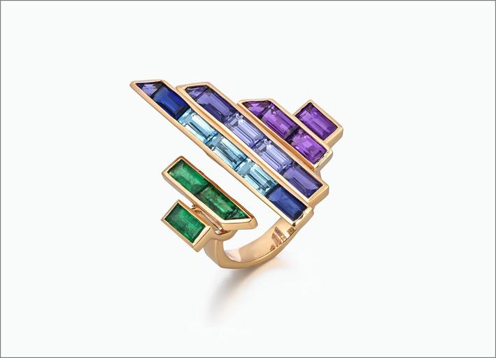 Anello in oro rosa con smeraldo, iolite, tanzanite, topazio blu, ametista, zaffiro