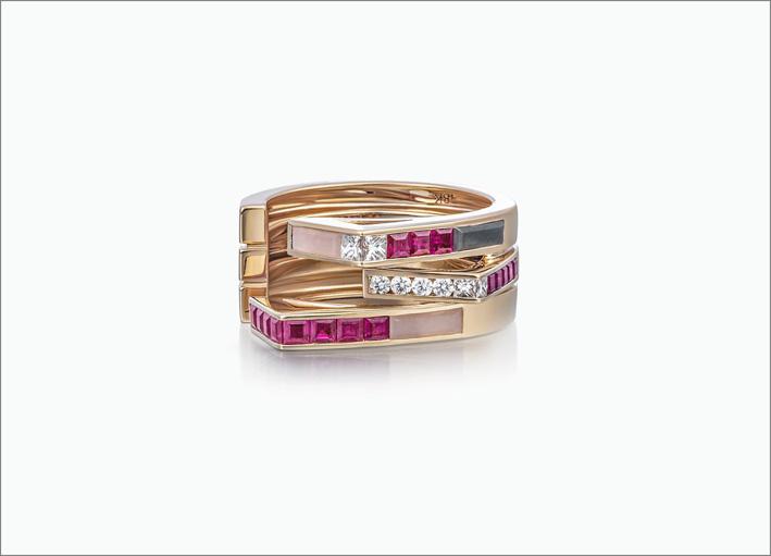 Anello in oro rosa 18 carati con opale rosa, rubino, ematite, diamanti bianchi, diamanti