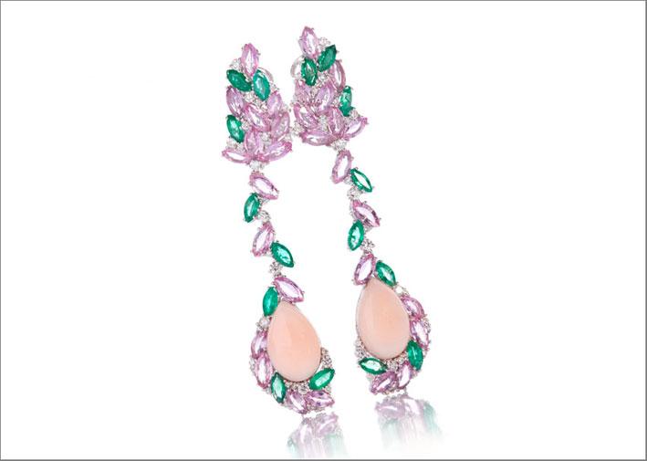 De Simone, orecchini in corallo pelle d'angelo, zaffiri, smeraldi e brillanti