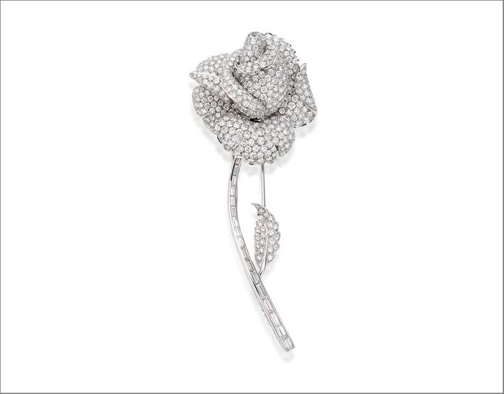 Picchiotti, la spilla Rose, con 400 diamanti