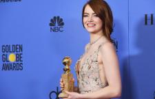 Emma Stone, vincitrice del premio 'Miglior Attrice', ha indossato sul red carpet orecchini in platino con diamanti, anelli della collezione Tiffany Jazz e un collier Tiffany Archives