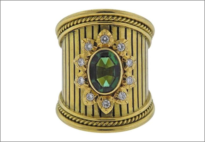 Elizabeth Gage, anello in oro con diamanti e tormalina verde