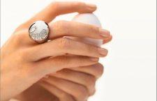 Giorgio Visconti, anello della collezione Vie Privée indossato sul dito medio