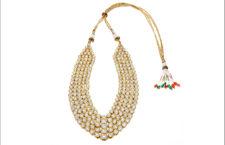 Collana composta da cinque fili di diamanti Polki. Ogni filo è  composto da 57 diamanti incastonati in oro 18 carati