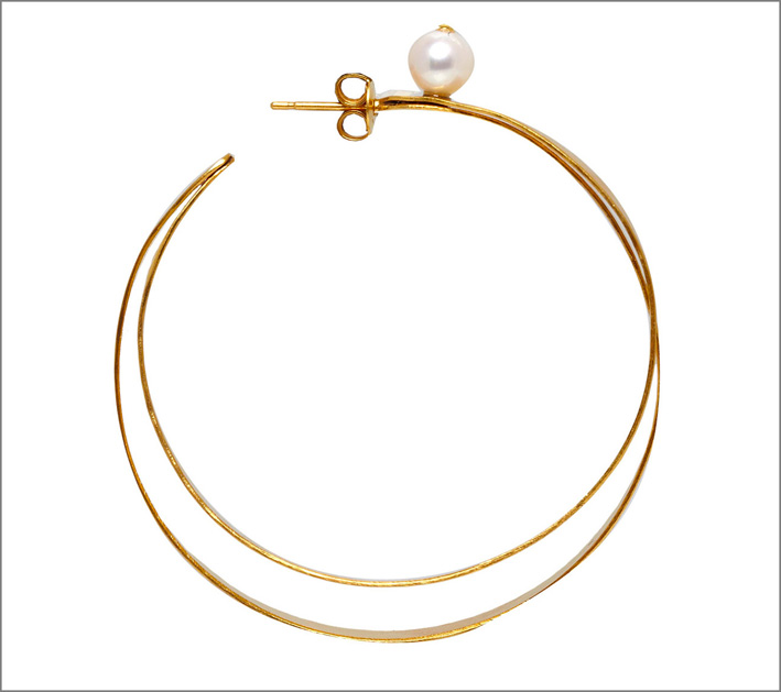 Orecchini a cerchio con perla