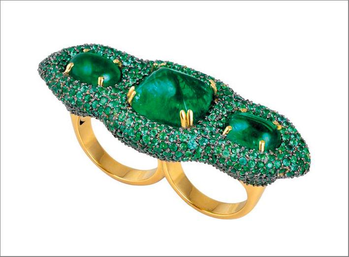 Parulina, anello a due dita con smeraldi Gemfields