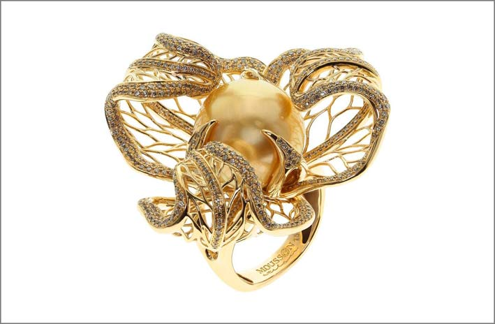 Anello in oro con perla South Sea, diamanti