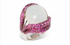 Rina Limor, anello Open Lips, in oro bianco, pietra luna e zaffiri rosa