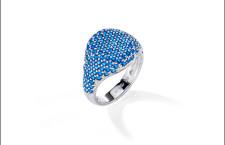 Morellato, collezione Tesori. Anello in argento e pavé di pietre blu. Prezzo: 89 euro