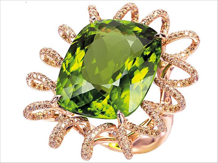 Suzanne Syz, anello in oro, diamanti e peridoto