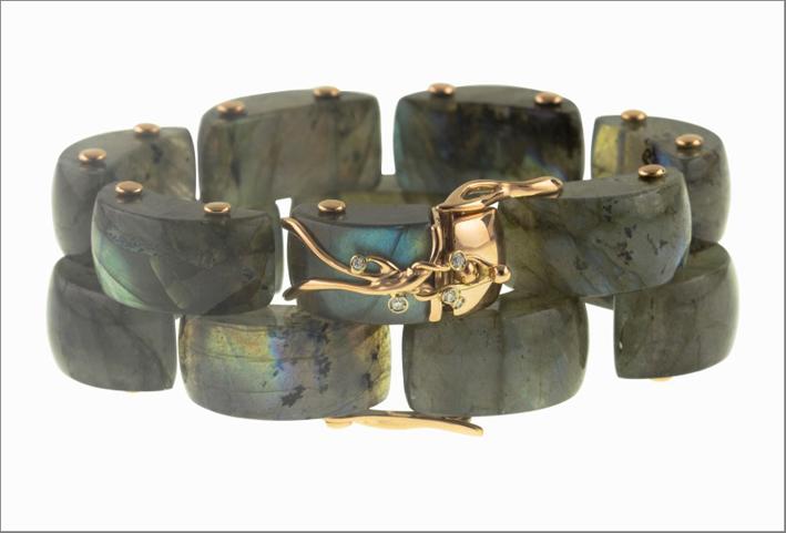 Alba Panther bracelet; 18kt rose gold gr. 17,50; stainless steel pins; brilliant cut diamond ct. 0,06; labradorite. Prezzo: 10.550 euro