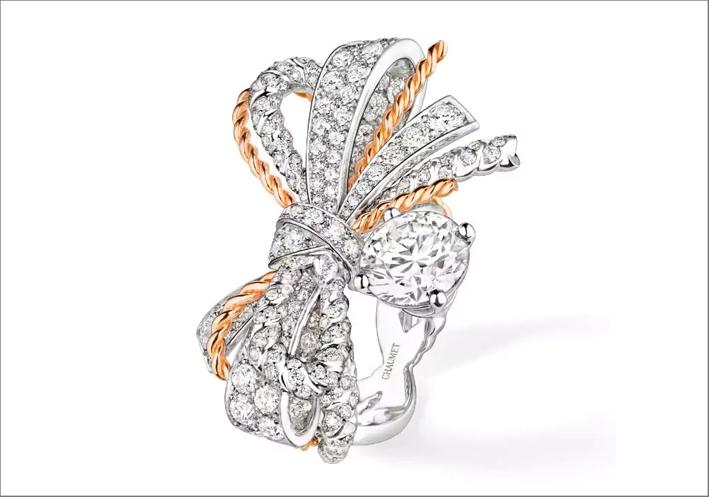 Anello in oro bianco e rosa, diamanti, della collezione Insolence