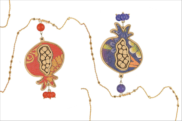 Due collane  con pendente Melograna della collezione Bonheur