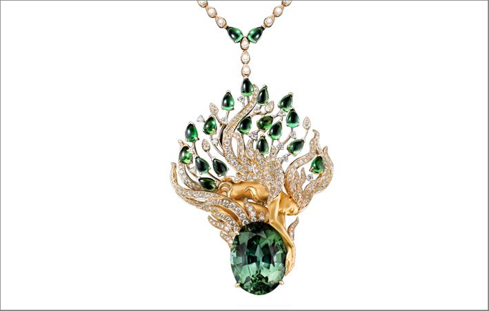 Masterpiece della collezione. Simboleggia la magia del momento in cui Odette cerca di liberare se stessa dall'incantesimo. Tormaline verdi, oro giallo, diamanti