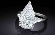 Anello solitaire con diamante taglio a  pera