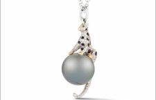 Ciondolo Snow Leopard con perla di Tahiti e diamanti bianchi e neri