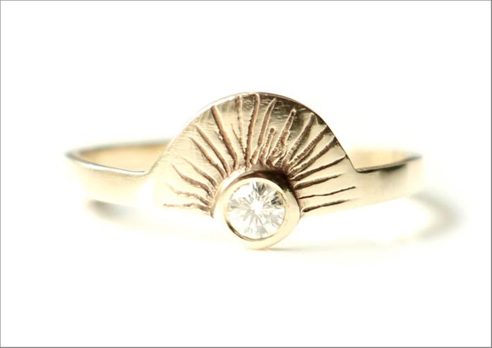 Anello Aurora, oro lavorato a mano. Prezzo: 232 euro