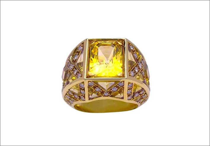 Anello in oro 18 carati, con zaffiri gialli e diamanti brown