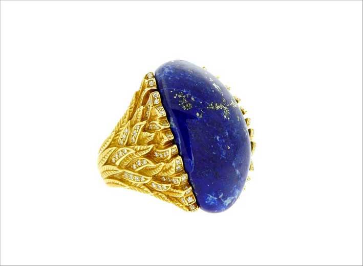 Anello in oro, diamanti e lapislazzulo