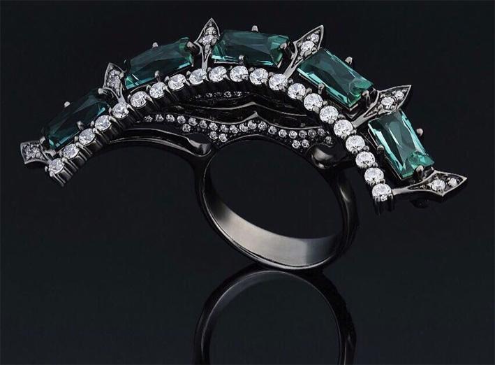 Anello in oro annerito, diamanti e tormalina