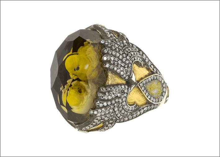 Anello con citrino cesellato e diamanti