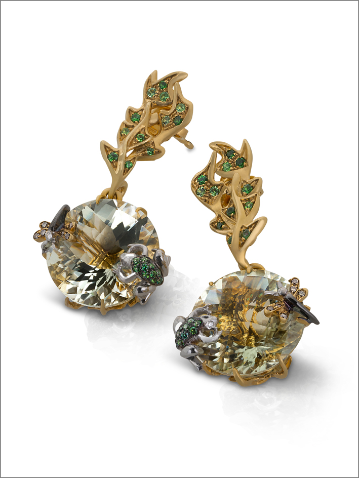 Earrings in satin yellow gold with diamonds, topaz, tsavorite and green amethyst