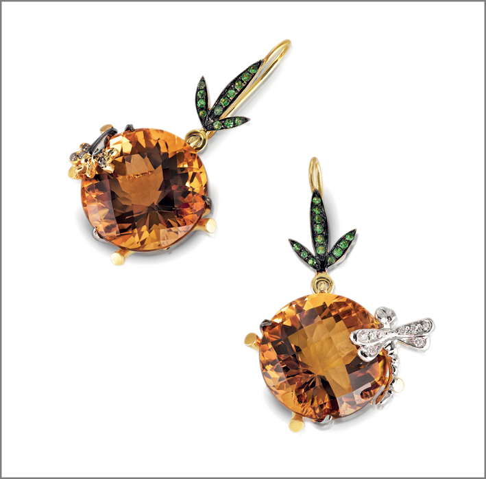 Earrings in satin yellow gold with honey quartz, white and brown diamonds and natural green garnet
