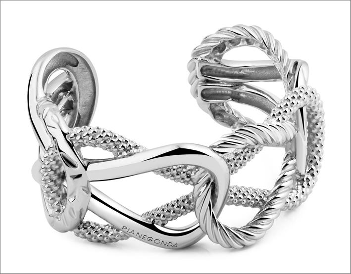 Bracciale in argento 925. Prezzo: 590 euro