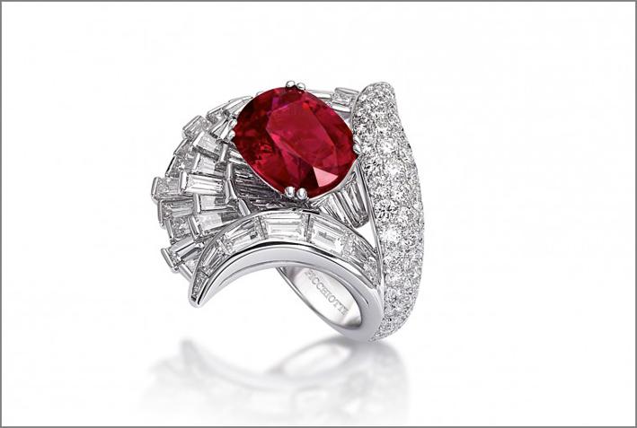 Anello L'Anfiteatro: rubino e diamanti su platino
