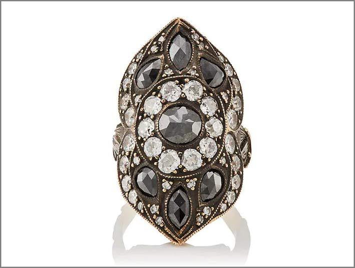 Anello con diamanti neri e bianchi, oro 24 carati, argento ossidato