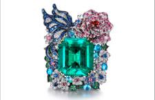 Anello con al centro uno smeraldo da 55 carati