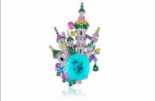 James Ganh, spilla castello con diamanti e zaffiri attorno a una tormalina Paraiba