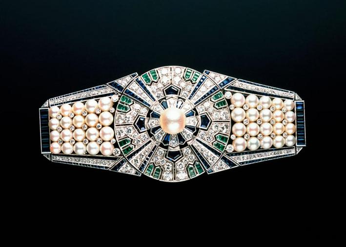 La clip Yaguruma può essere diviso in diversii componenti, che possono poi essere trasformata in 12 diversi gioielli