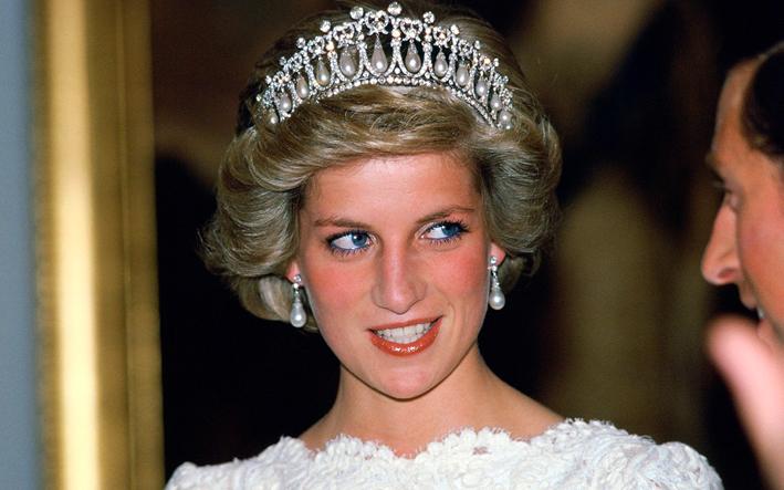 La principessa Diana con la tiara Cambridge Lover's Knot