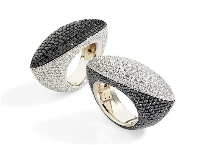 Anello Fuseau in oro bianco e diamanti bianchi e neri