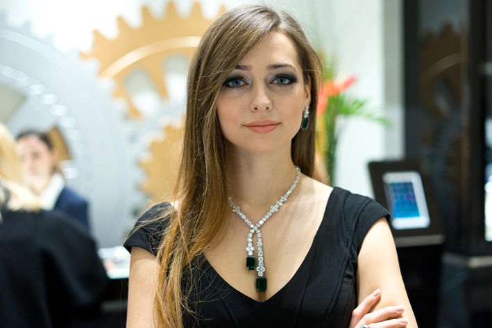 Collana in diamanti e smeraldi, indossata a Baselworld