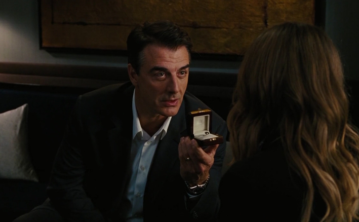 Mr Big regala l'anello con diamante nero a Carrie Bradshaw in «Sex and the City»