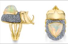 Anello coleottero, in oro con opale e zaffiri verdi