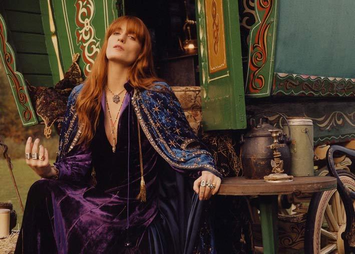 La cantautrice, scrittrice e produttrice discografica Florence Welch arruolata da Gucci come volto per le collezioni di gioielleria, tra cui Flora