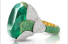 Zefiro in oro giallo con smeraldo, diamanti bianchi e smeraldi, fianco