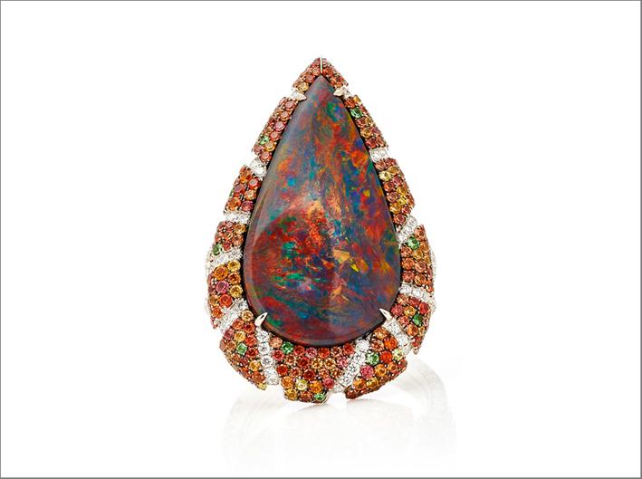 Anello con opale taglio a pera. In vendita per 90.000 dollari