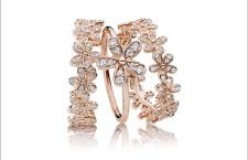 Pandora, anelli della collezione Radiant Bloom, in lega metallica rosa e zirconia cubica
