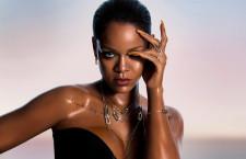 Rihanna con i gioielli della collezione firmata con Chopard