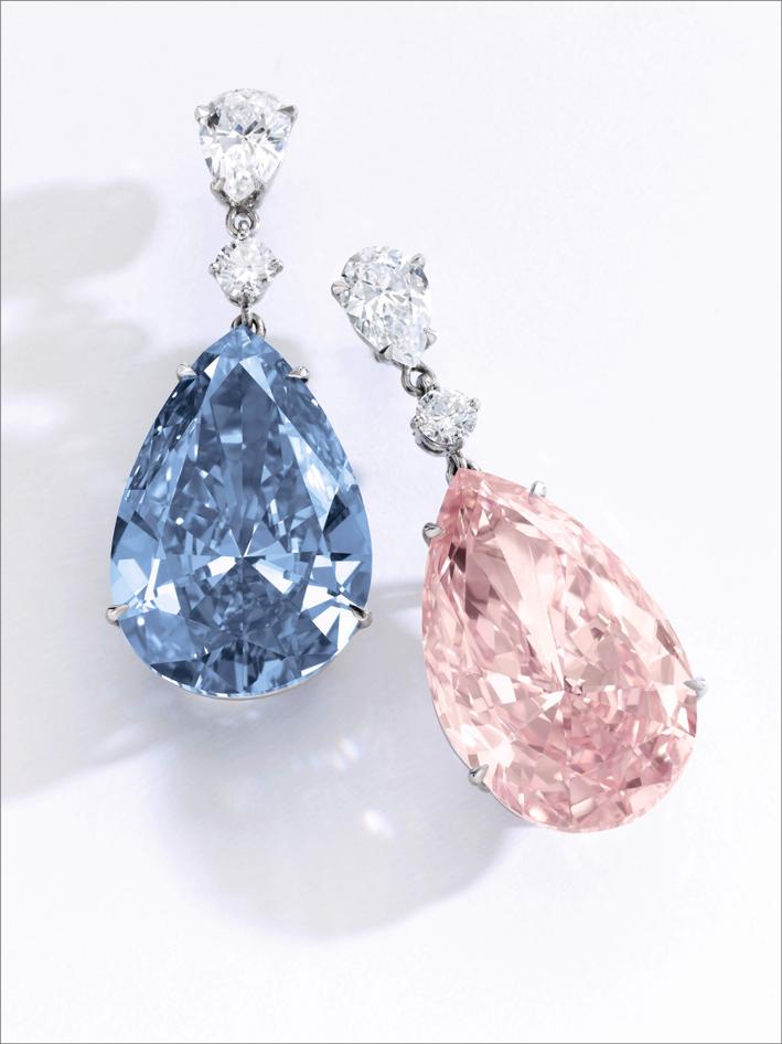La coppia di orecchini con i diamanti Apollo Blue e Artemis Pink
