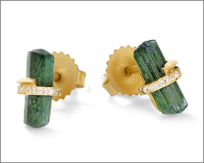 Orecchini in oro con tormaline verdi e diamanti